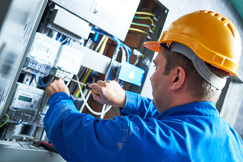 Become An Electrician in Warwick Warwickshire