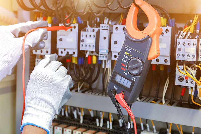How To Become An Electrician in Warwick Warwickshire
